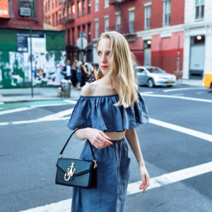Off the shoulder / New York, Crosby Street